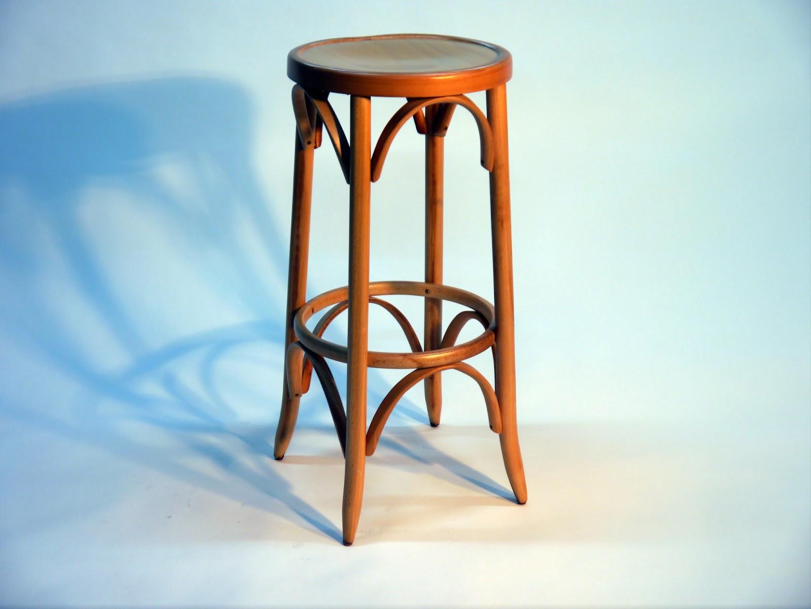Mesas y sillas en metal de estilo industrial en hierro y for Sillas metalicas