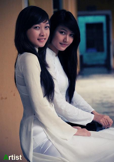 Nữ sinh với áo dài mỏng nhìn rõ đồ lót 5