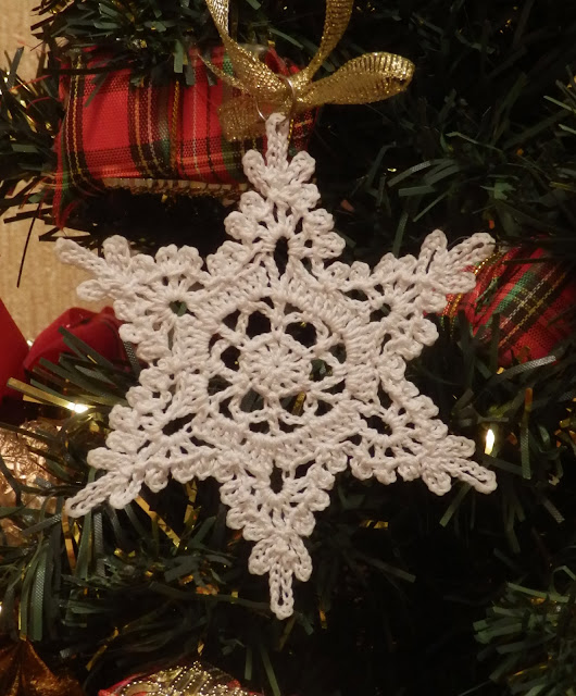 Вязанная снежинка своими руками 133
