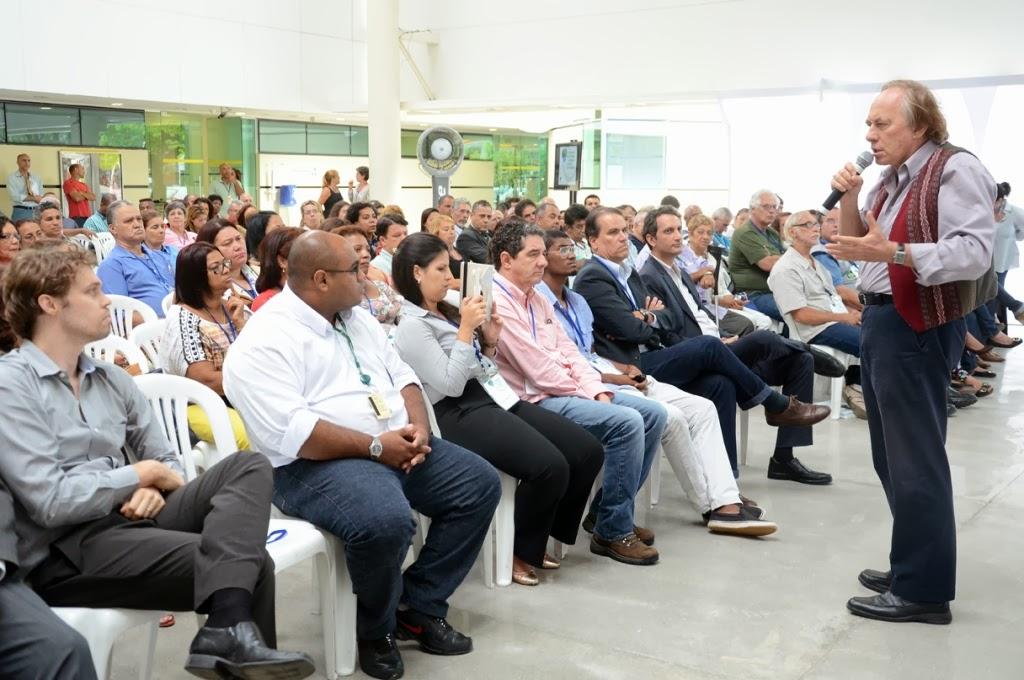 O secretário Carlos Minc fala sobre a importância da Agenda 21 na gestão pública