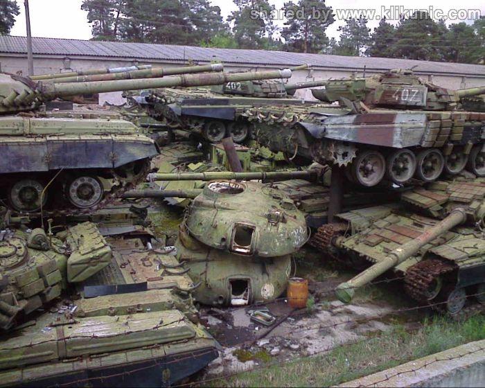 http://3.bp.blogspot.com/-bFIHCGP4QRE/TXIlY6-LVEI/AAAAAAAAP3c/AxDgkAr5_K8/s1600/panzer_cemetery_in_kiev_01.jpg