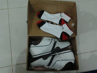 Sepatu kado ulang tahun ke-28