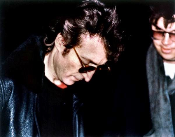 Ultimate Collection Of Rare Historical Photos. A Big Piece Of History (200 Pictures) - John Lennon and Mark Chapman