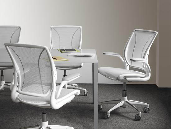 Podio seleccionando la mejor silla para trabajar for Sillas comodas para trabajar