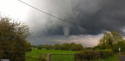 >Record Cold, Snow, Wind, Torrential Rain, Thunder, Lightning, Hail And Tornadoes Bring Wild Holiday Weekend To UK