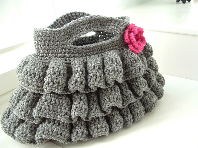 Crochet Patterns For Purses : Crochet Dreamz: Bella Ruffled Bag (Free Crochet Pattern)