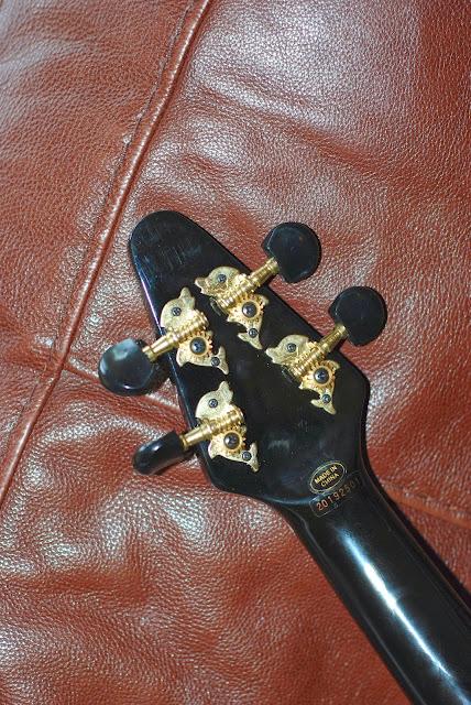 Mahalo Flying V ukulele tuners