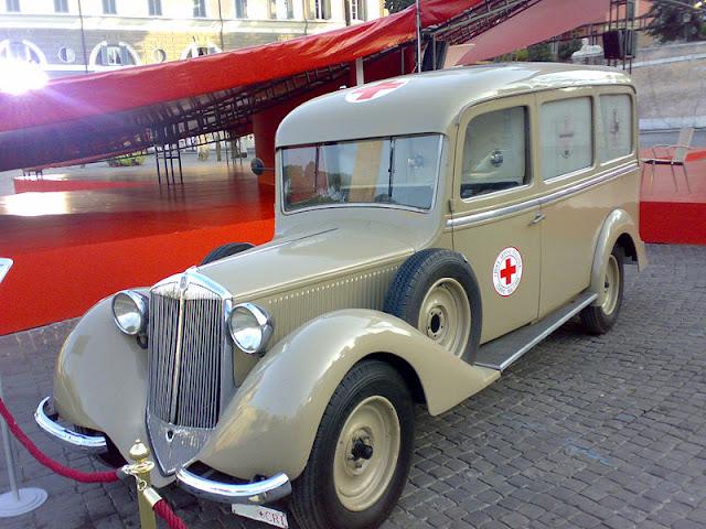 Gambar Mobil Ambulance 11