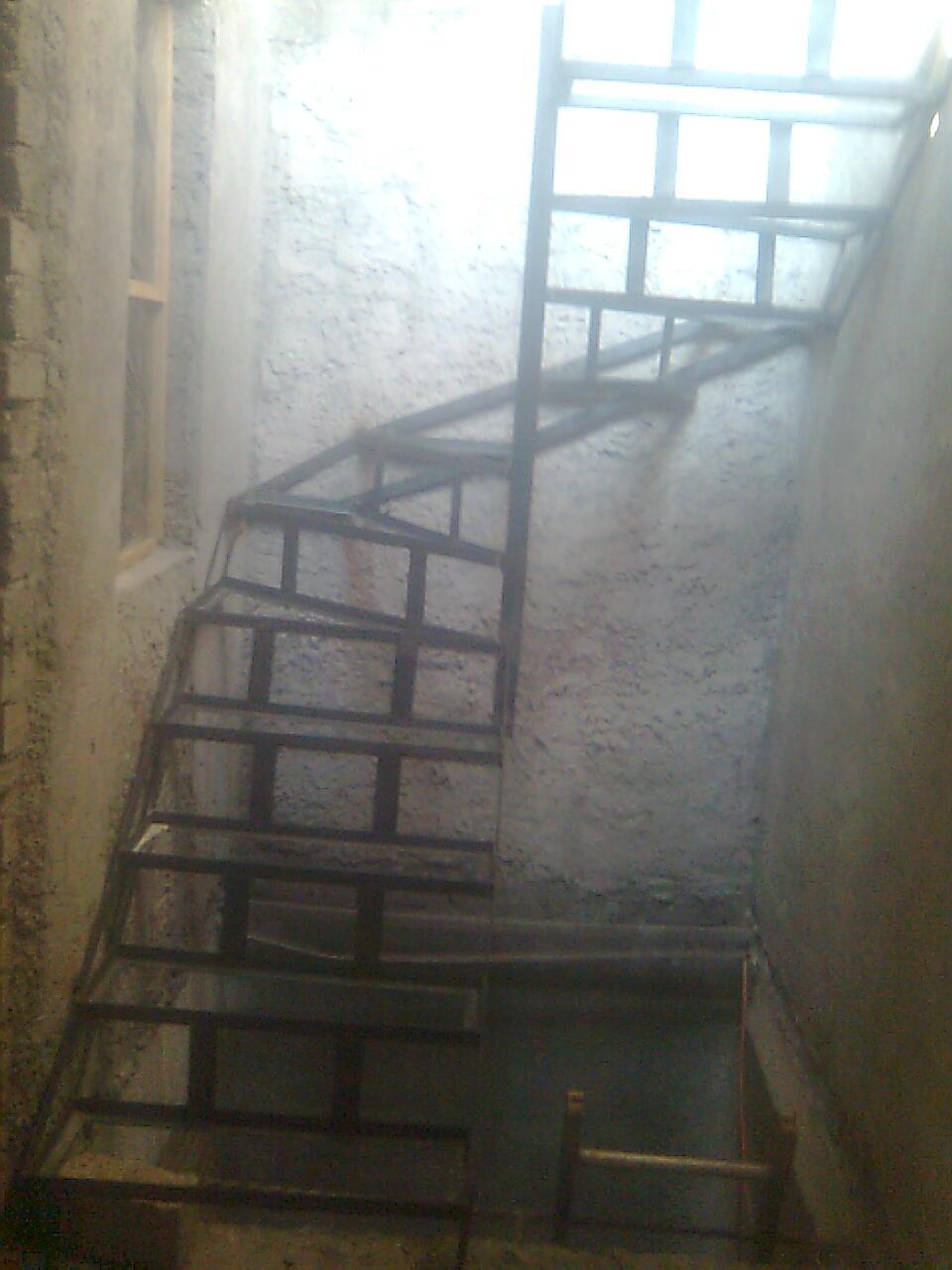Taller de herreria y aluminio decretos escaleras for Formas de escaleras