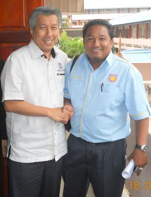 Bersama Tn Hj Tajuddin Jab,Pengarah BPTV