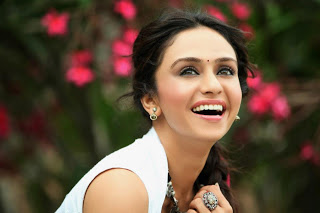 images of amruta khanvilkar11
