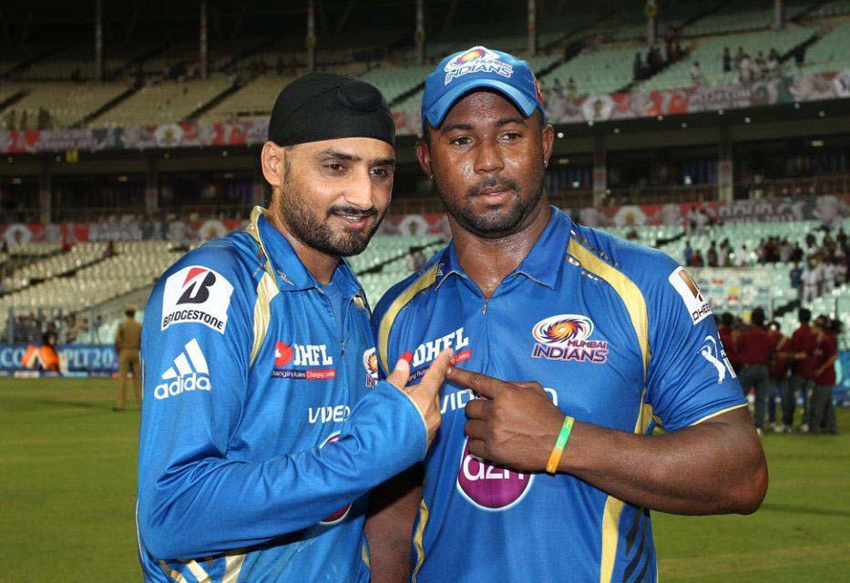 Harbhajan-Singh-Dwayne-Smith-RR-vs-MI-Qualifier2-IPL-2013