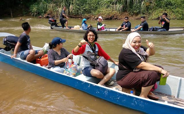 Menyusuri sungai Kayan