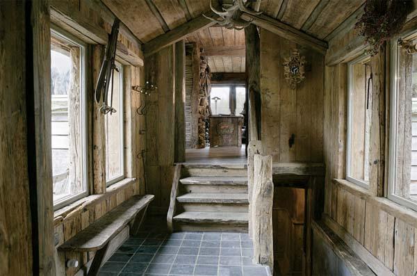 detalle de la escalera corta de madera