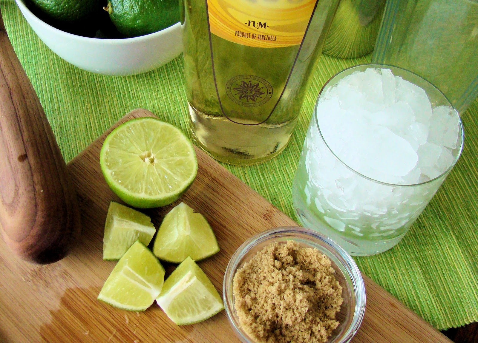 Savoir Faire: Rumpirinha, the Rum Version of the Classic Caipirinha
