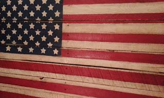 http://3.bp.blogspot.com/-bI-unsRzi9s/VWe-Lp1NRjI/AAAAAAAAO70/4aj2x52W9LQ/s320/Americana%2BFlag%2BPallet.jpg