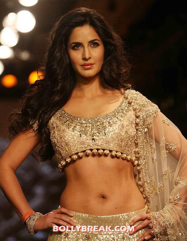 Katrina kaif Delhi Couture Fashion Week  - (2) - Katrina kaif Navel Show - Delhi Couture Fashion Week 