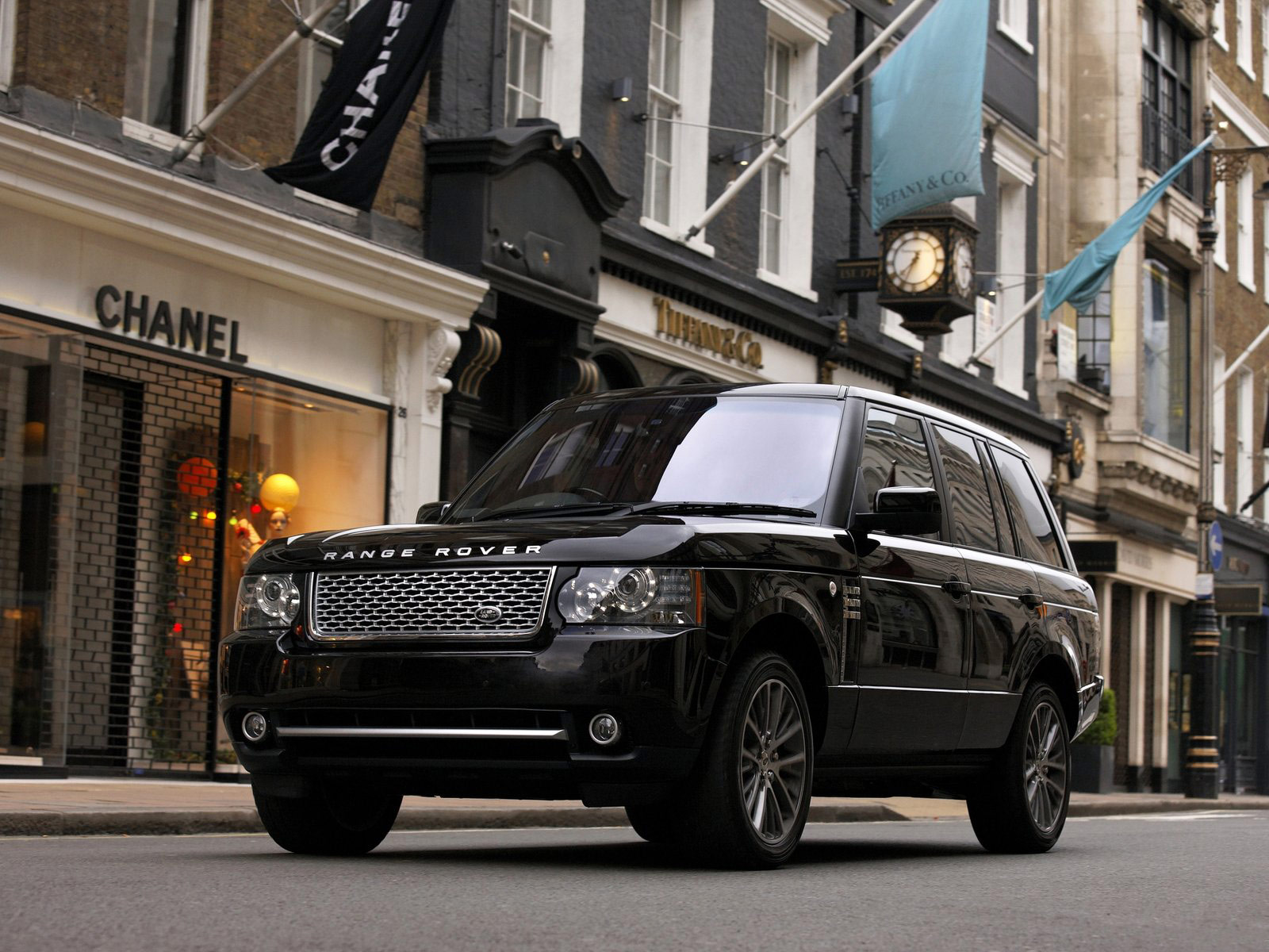 http://3.bp.blogspot.com/-bI1qlqYOTSE/TqC9Q_jvwwI/AAAAAAAAD3I/C2NMg1XoRPk/s1600/2011-Land-Rover-Range-Rover-Autobiography_Black_car-pictures-download_2.jpg