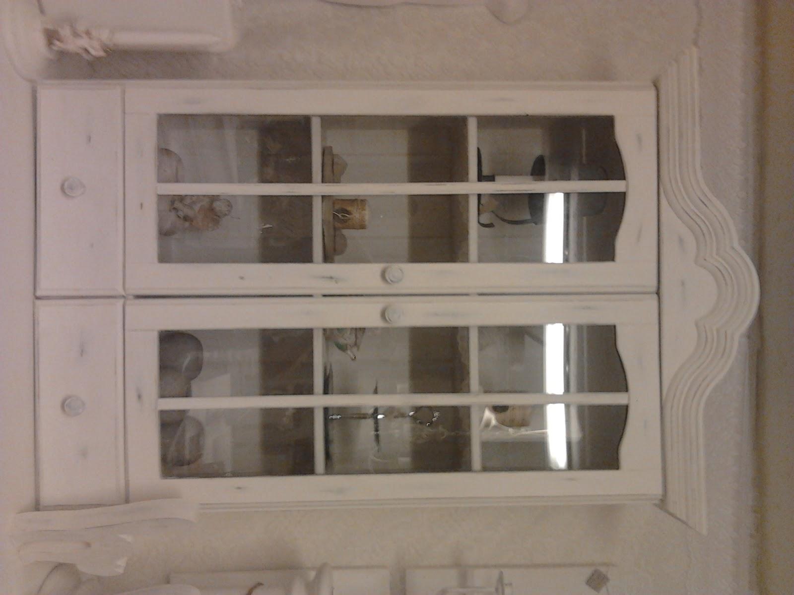 väggskåp kök mått : Väggskåp m fint krön och charmigt slitet ...
