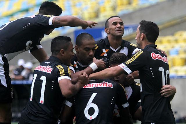 O Vasco parou o Furacão no Maracanã para se manter animado na fuga do rebaixamento (Foto: Paulo Fernandes/CRVG)