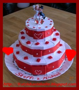Torte aus Toilettenpapier, Klopapier-Torte - Feier und Party