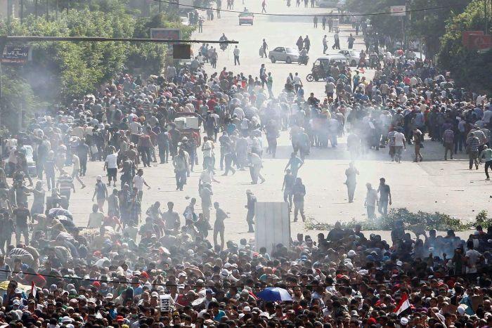 'Jumaat Kemarahan' Tolak Rampasan Kuasa Mesir Dibedil Gas Pemedih Mata