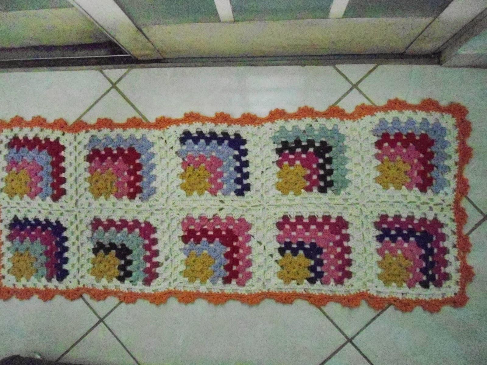 Tapete Minions De Croche : TURMA DO CROCHET: PRONTO, TAPETE COLORIDO COM SOBRAS DE BARBANTE