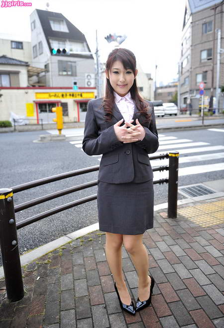 [Picture] Chisato Morikawa with Office Blouse jav picture
