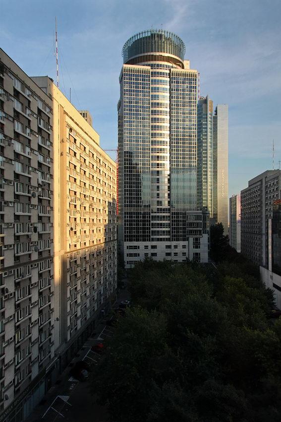Zona moderna da cidade de Varsóvia - Prédio com muiitos andares