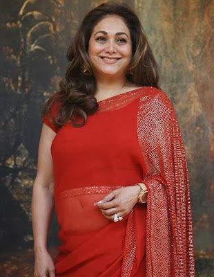 tina_ambani_in_red_sari_FilmyFun.blogspot.com