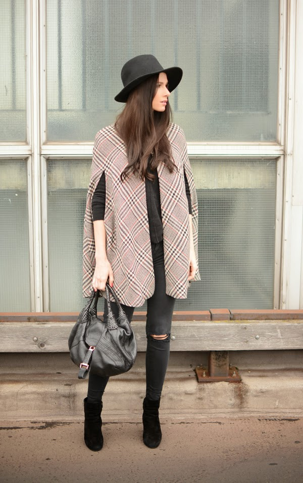 Outfit Cape Fedora Hat