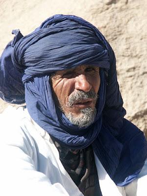 Tuareg strój niebieski lud kolory znaczenie symbol niebieski granatowy błękitny barwniki