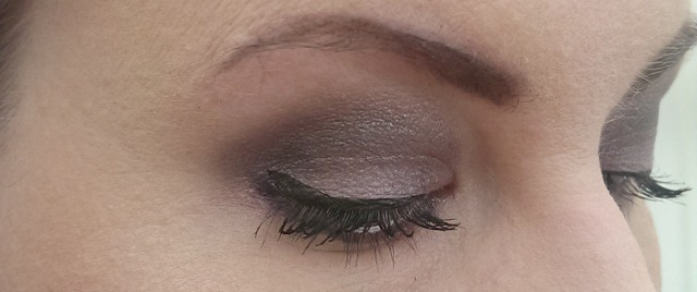 eye shadows on eyes