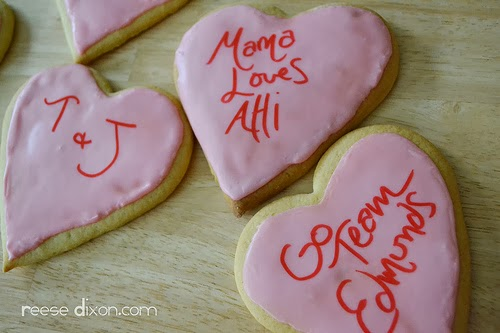 http://www.reesedixon.com/2012/02/tutorial-personalized-cookie-valentines.html