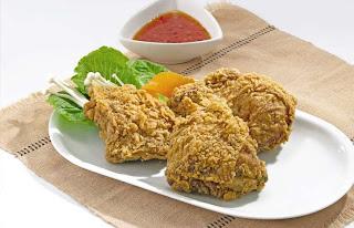 Ayam berlapis tepung ini pastinya jadi favorit seluruh keluarga ...
