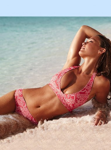 Bar Refaeli wet in beach