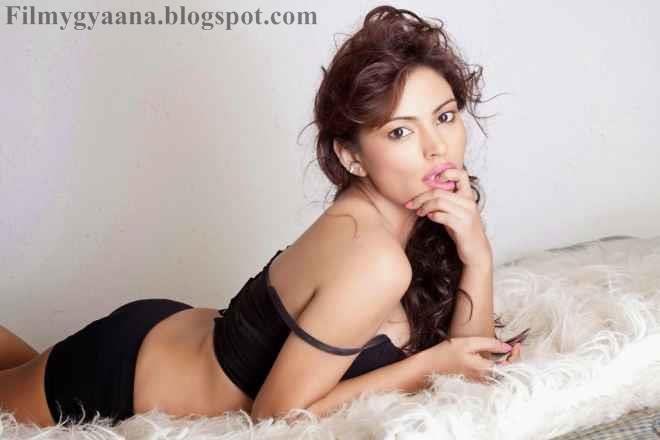 Hot Sizzling Pictures of Devshi Khanduri In Bikini