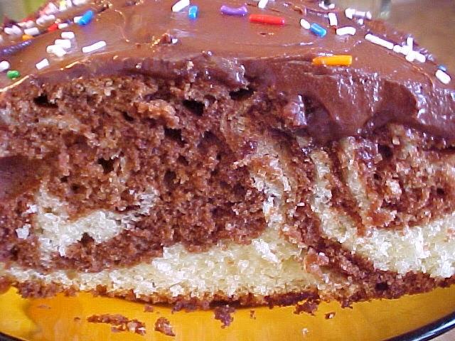 Gâteau marbré, glaçage délicieusement crémeux