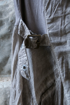 Side buckle detailing