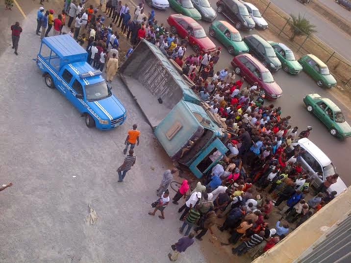 Exclusive photos from the fatal accident in Abuja this morning  000