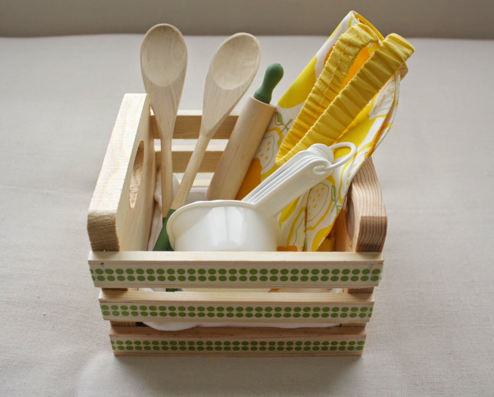 http://www.livealittlewilderblog.com/2014/08/kids-kitchen-set-tutorial.html