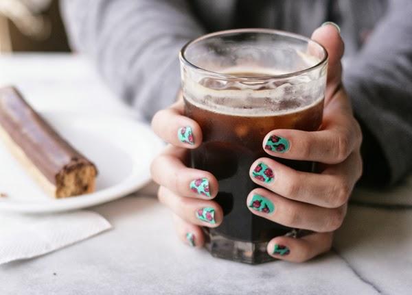 itbritt.com: Rosette floral manicure