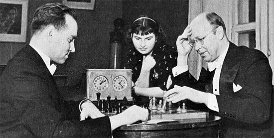 En 1937, les deux grands musiciens rivaux, Sergey Prokofiev et le violoniste David Oistrakh ont joué un match qui fut relayé même dans les magazines échiquéens soviétiques de l'époque