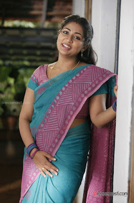 saree images navel show Malayalam actress