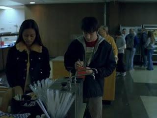 Alex ve kafeteryadaki kız