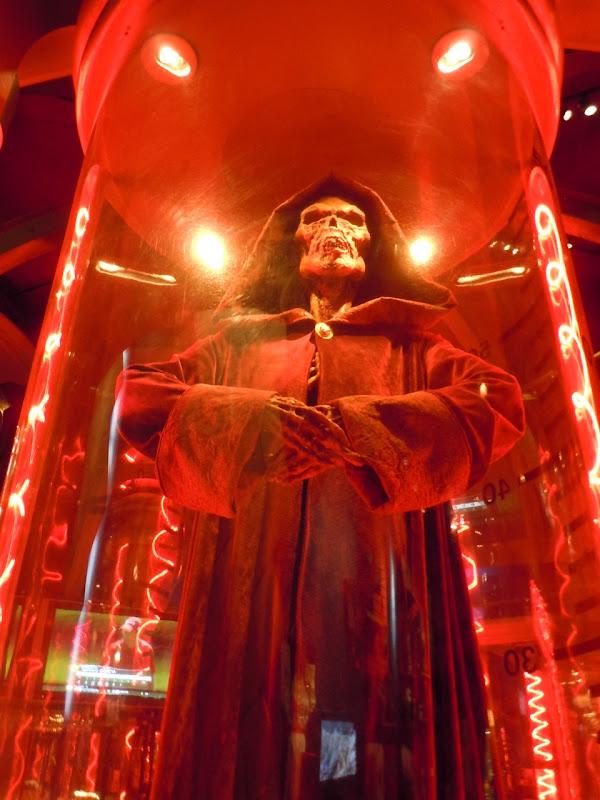 Skeleton Guard movie prop Wishmaster