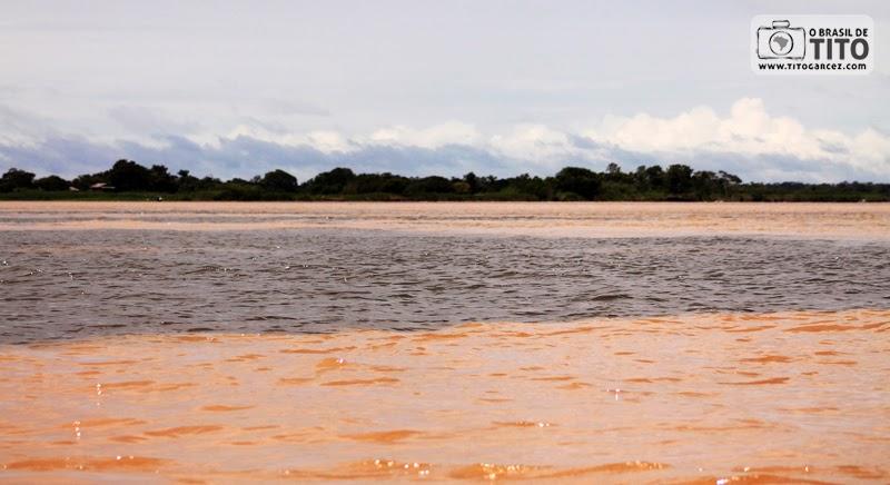 Encontro dos rios Amazonas e Tapajós, em Santarém, no Pará, na Amazônia