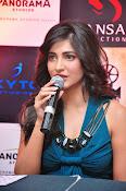 Shruti haasan glamorous photos-thumbnail-7