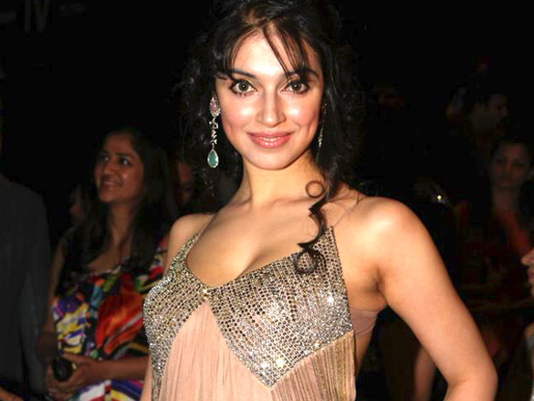 Divya Khosla at LFW1 - Sonu Nigam and Divya Khosla at LFW 2012