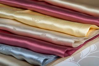 Tips Merawat Pakaian Sutra